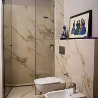 Łazienka w dużych płytkach